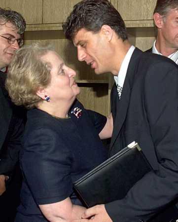 Madeleine Albright: la gran dama de la política alerta de los nuevos fascismos